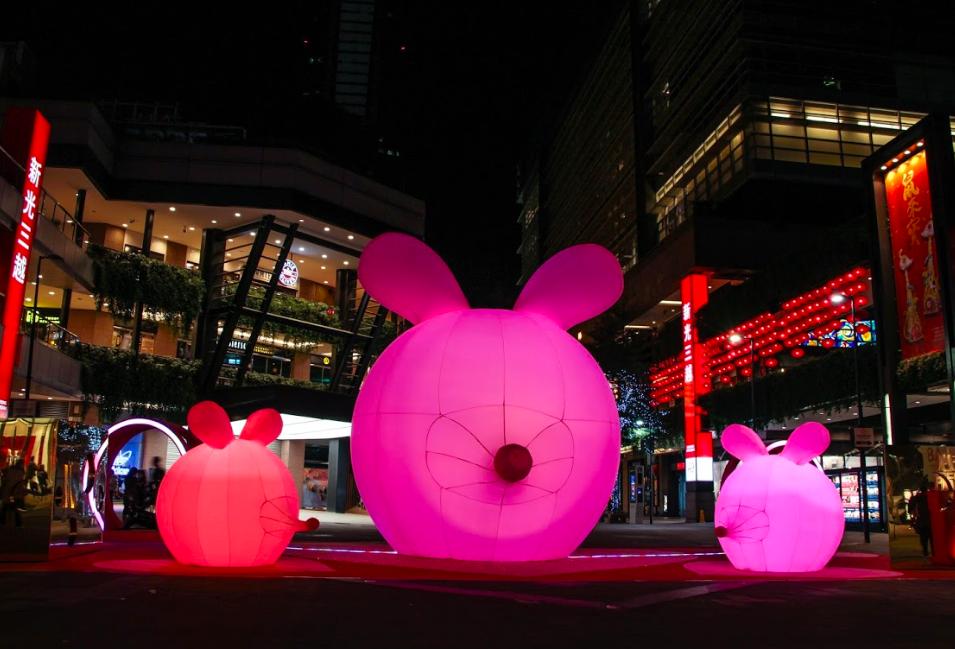 「2020新光三越鼠年燈節-心有所鼠」晚間燈光秀很精彩(圖/新光三越)
