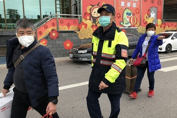 New Taipei couple fined for breaking quarantine rule.
