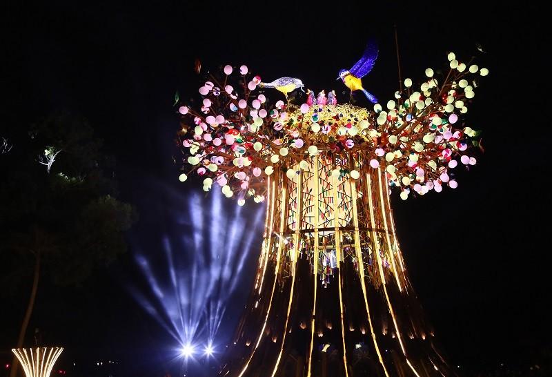 2020台灣燈會8日登場, 主燈光之樹燈光秀相當吸睛 (中央社)