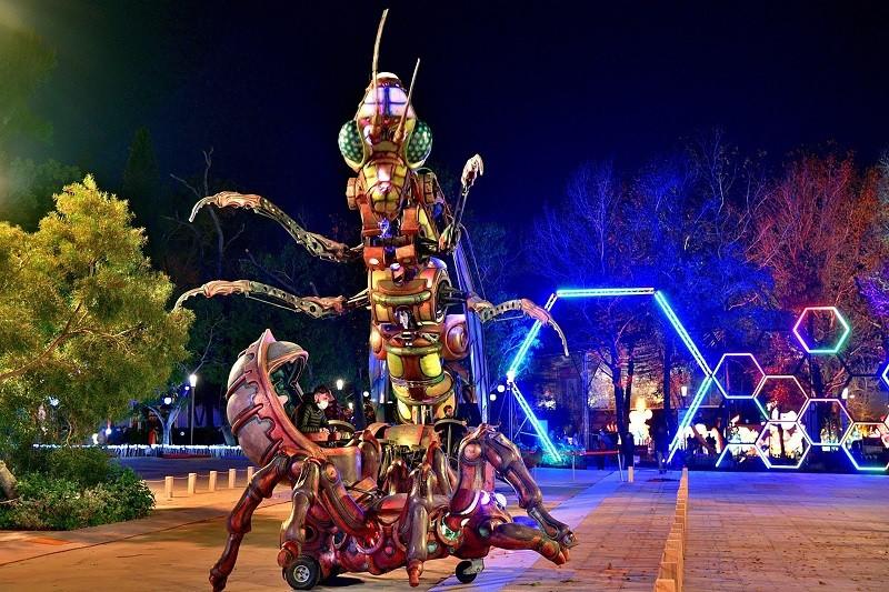 2020台灣燈會8日正式在台中后里開幕,交通部觀光局特別從法國引進「森林機械巨獸秀」,將在科技燈區與帶來互動展演秀。中央社