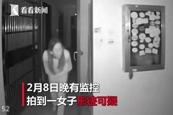Woman allegedly spits on community doorknob in Wuhan. (Youtube video screenshot)