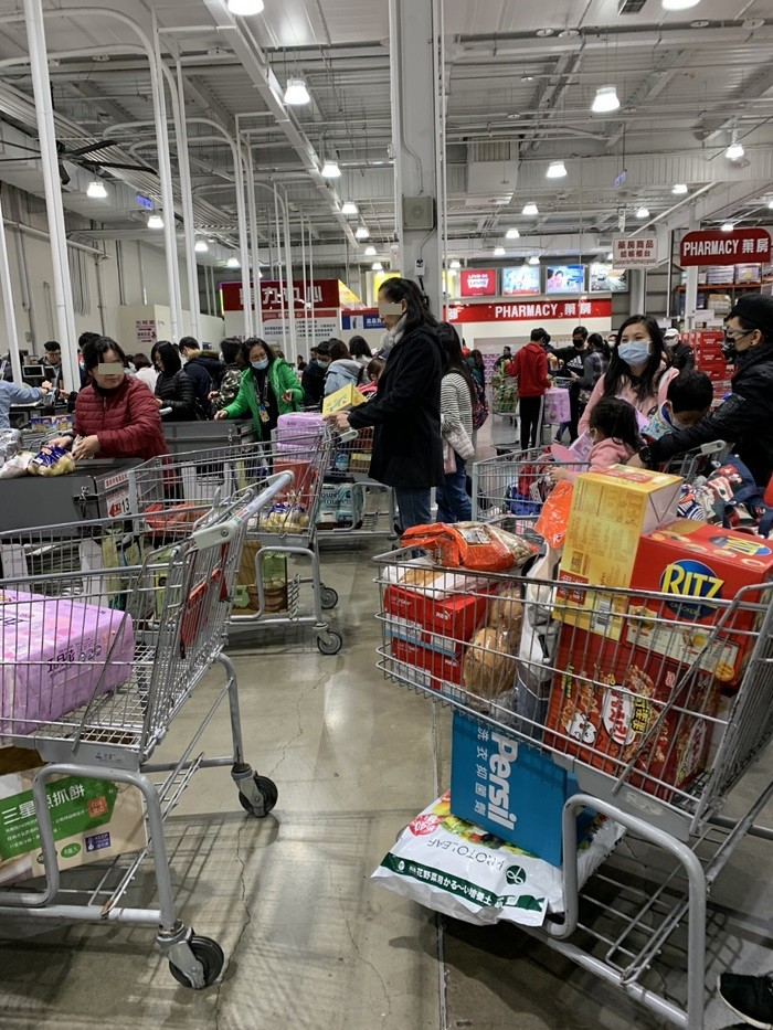 台灣美式賣場好市多9日表示,近期衛生紙銷售速度確實是比平常快很多,過去可供應一整天的貨量,這陣子傍晚4、5時就會銷售一空。中央社