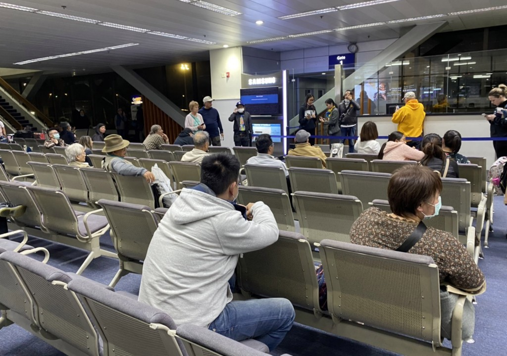 圖為滯留機場的台灣旅客 (中央社)