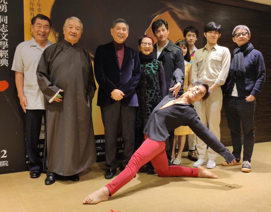 白先勇(左三)攜手黃金編導及演出陣容推出《孽子》舞台劇(圖/台灣英文新聞Lyla Liu)
