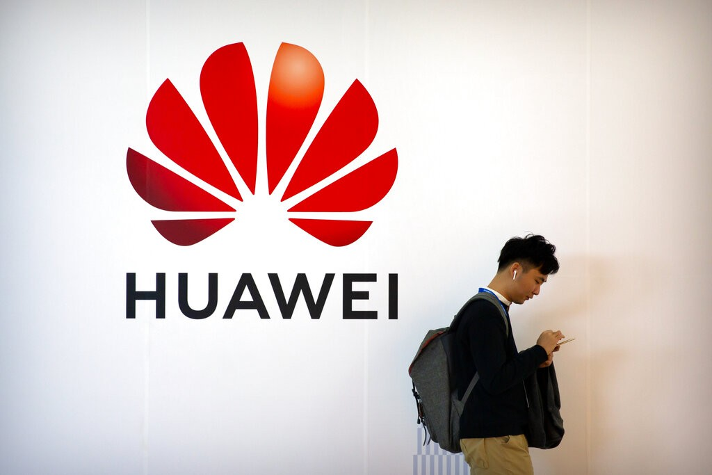 USA  charges Huawei with RACKETEERING & attempting to steal American trade secrets
