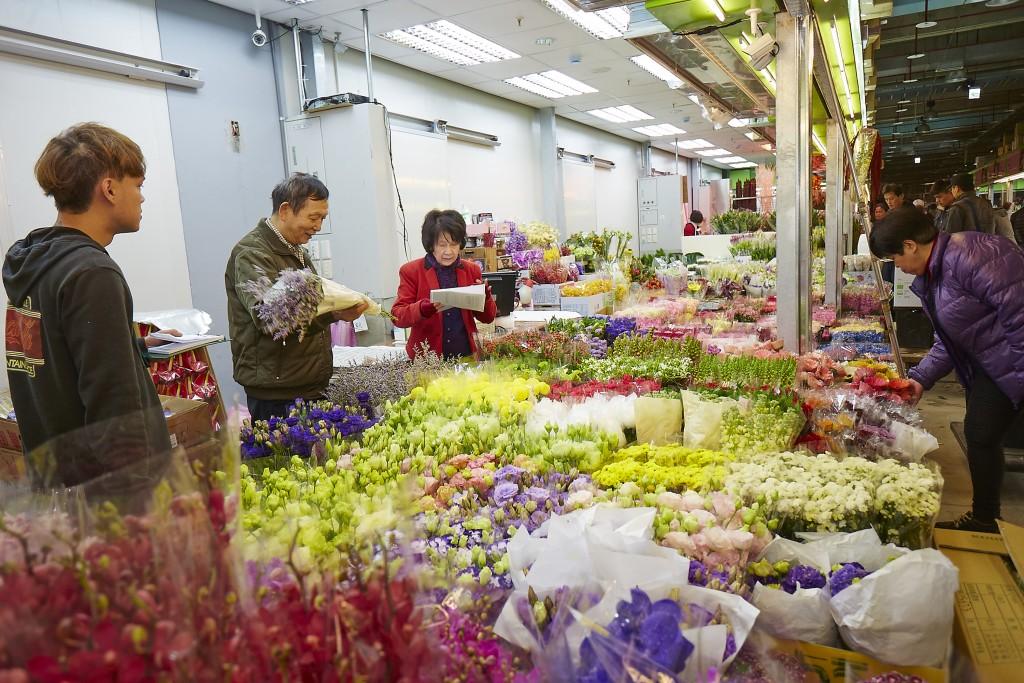 A flower market in Taipei.