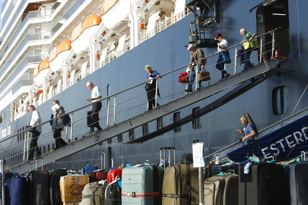荷美航運公司經營的威士特丹號郵輪於2月13日停泊在柬埔寨施亞努港(照片來源:美聯社提供)