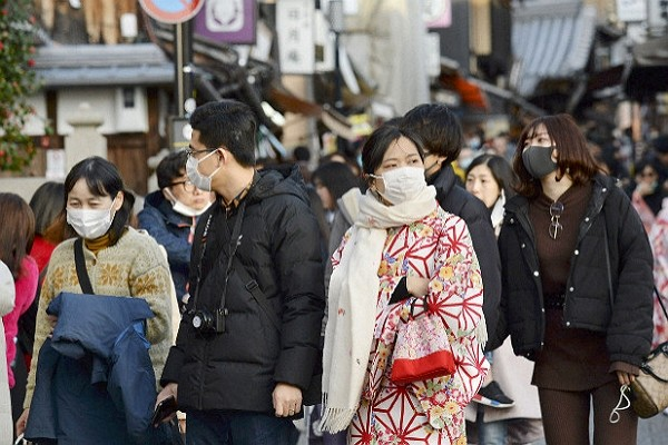 Survey shows majority of Japanese concerned about government's handling of coronavirus epidemic.