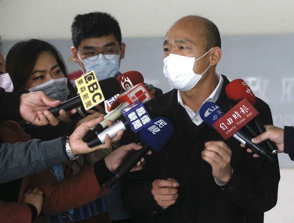 Han Kuo-yu (right) fielding questions from reporters.