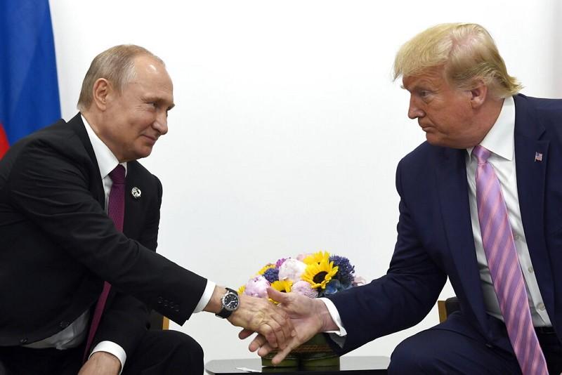 俄國總統普丁(左)與美國總統川普在G20峰會會面(美聯社)