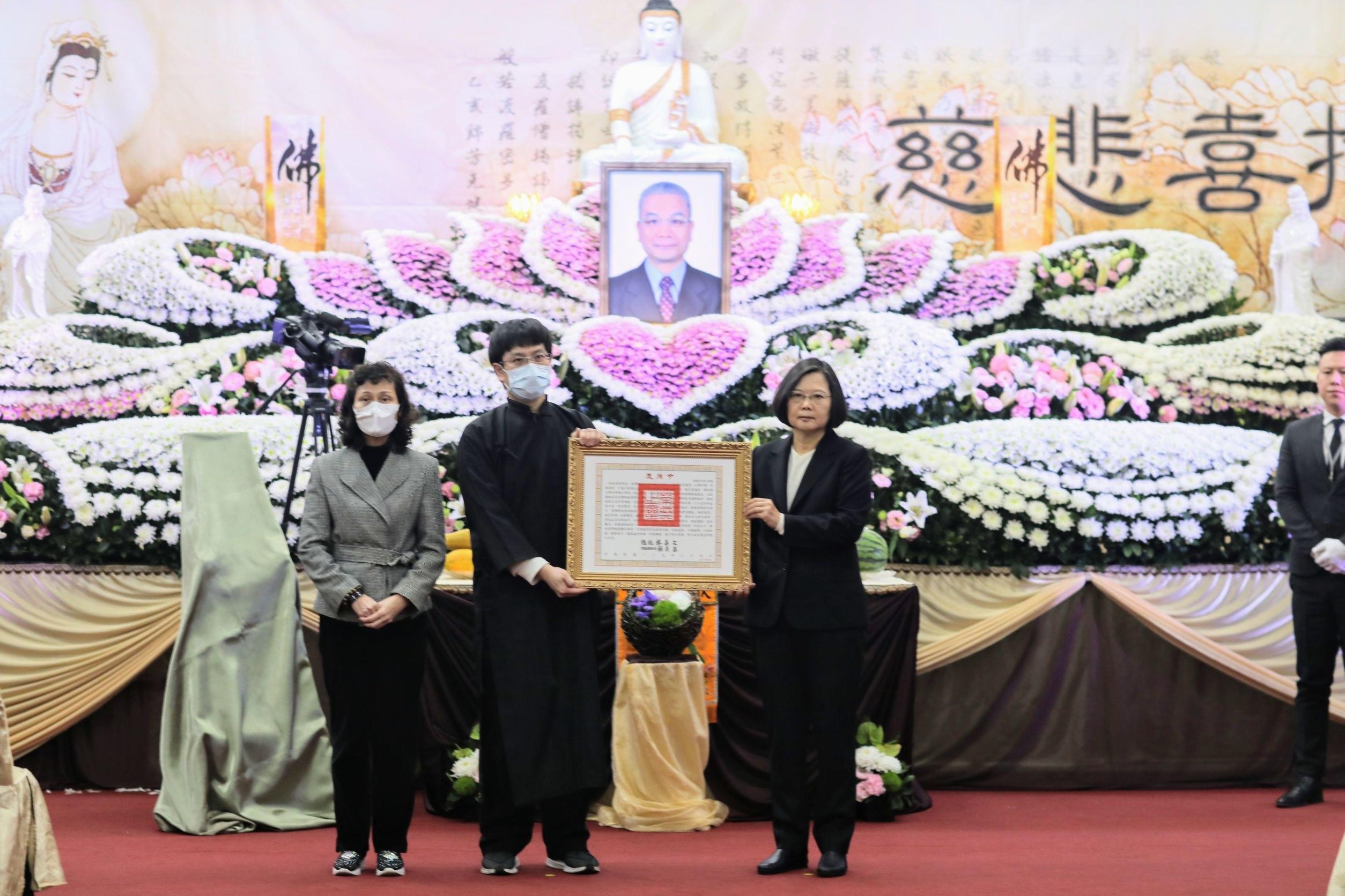 總統蔡英文親臨告別式頒發褒揚令。(照片來源:期交所提供)