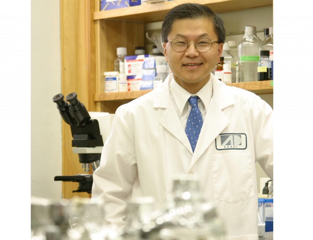 David Ho in lab.