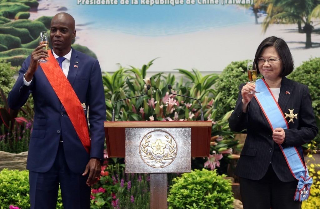 Haitian President Jovenel Moise (left) with President Tsai Ing-wen in Taiwan in 2018