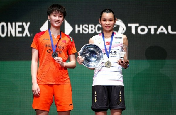 Taiwan's Tai Tzu-ying (right)secures first place in All England Open.