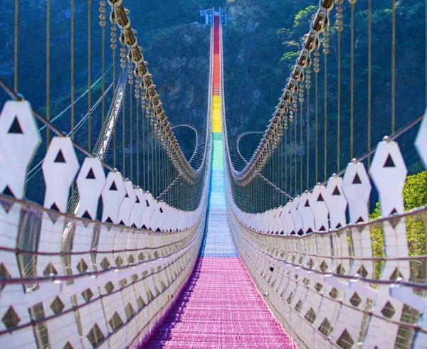 Rainbow suspension bridge. (Nantou County Government photo)