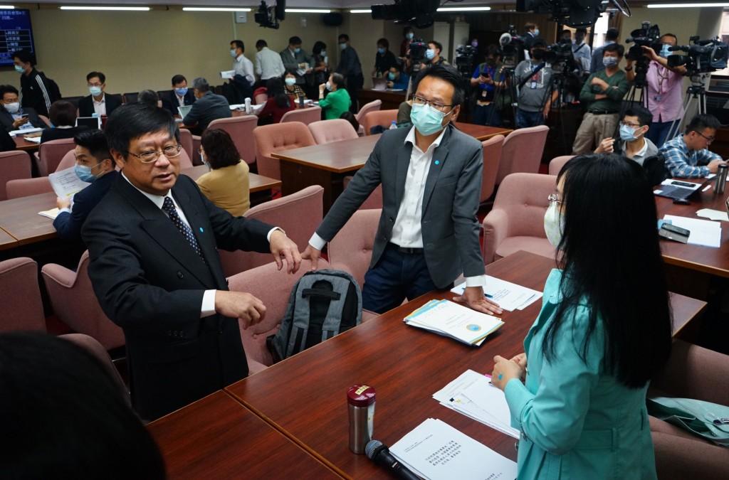 EPA Minister Chang Tzi-chin attends legislative meeting March 23.