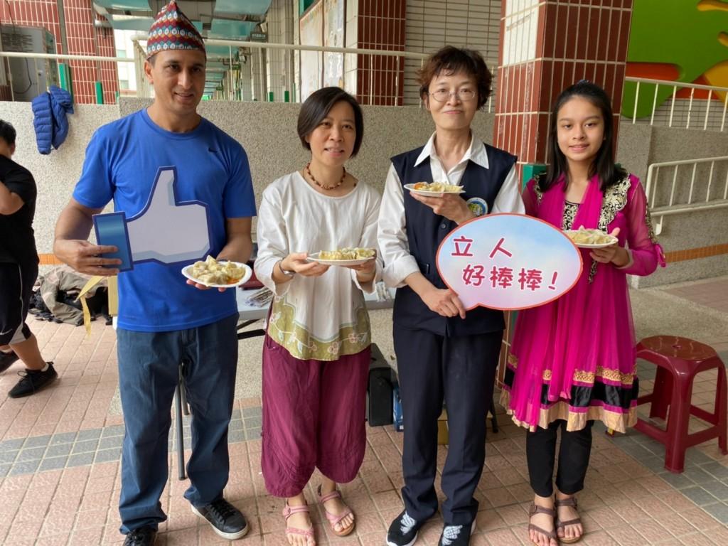 (說明:康佑忻(右一)從小在臺灣長大,父親是尼泊爾人,母親是臺灣人(移民署臺南市第一服務站提供))