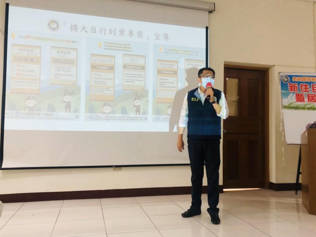 移民署雲林縣服務站利用家庭教育日宣導「擴大自行到案」政策。