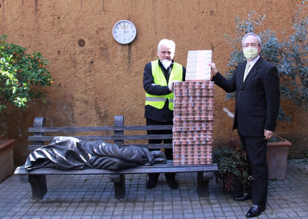 Tuna cans provided to Vatican charity institute by Taiwan. (Taiwanese embassy photo)