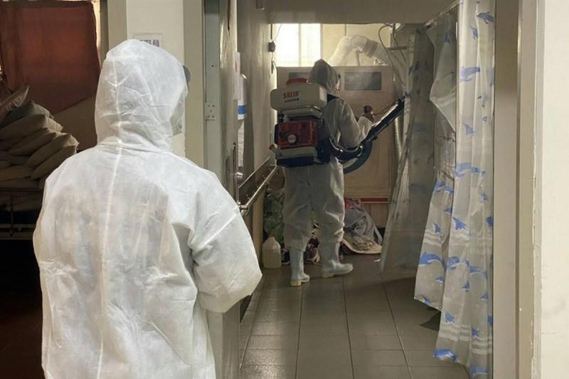 示意照為台灣養護機構消毒情形。(中央社檔案照片)