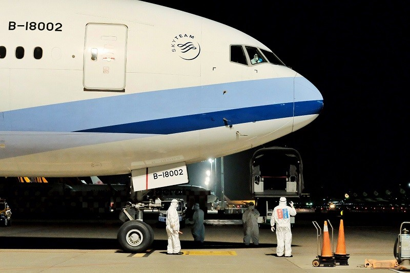 An air cargo and crew.