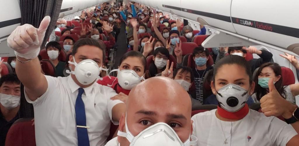 台灣駐祕魯代表處派出第二批包機搭載多國乘客(圖/外交部)