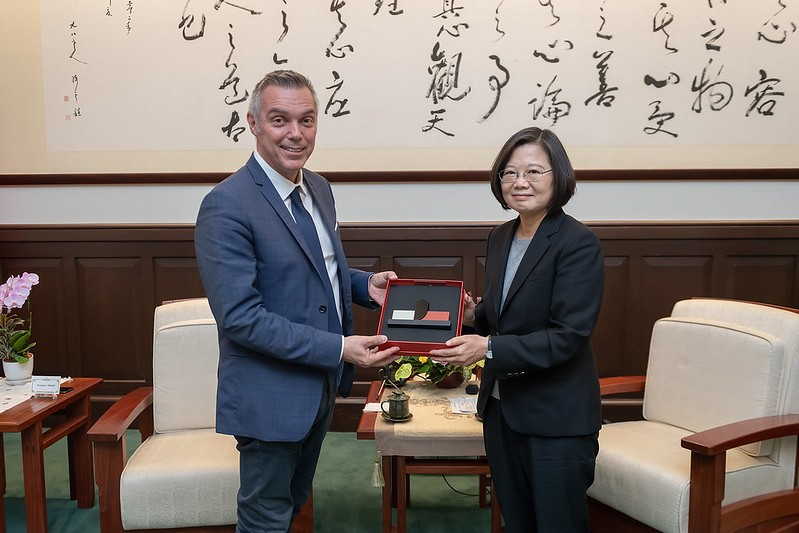 Jean-Francois Cesarini (Left) and President Tsai Ing-wen. (Presidential Office photo)