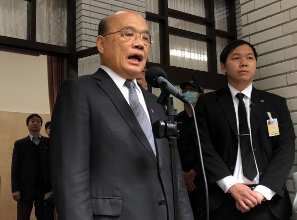Premier Su Tseng-chang (left)