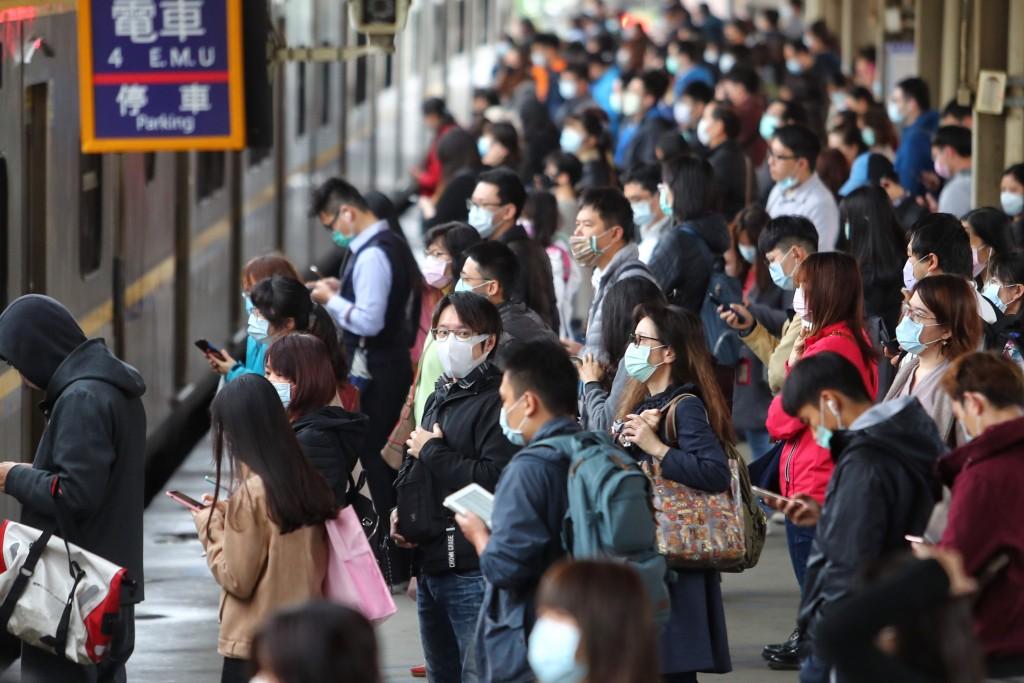 Masks mandatory on Taiwan trains, intercity buses starting today