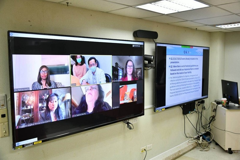 Doctors from US, Canada learn from Taiwan's coronavirus response via video conferencing.