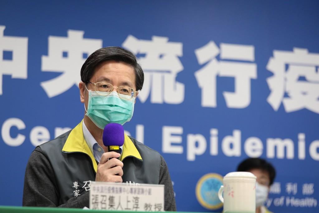 中央流行疫情指揮中心專家諮詢小組召集人張上淳(圖)5日 表示,腹瀉和味覺、嗅覺喪失都列入通報定義。