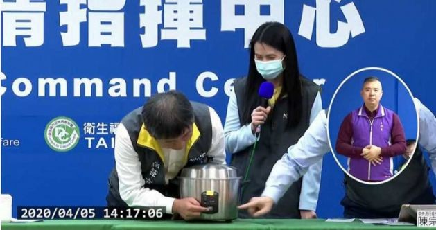 Taiwan CECC head shows how to disinfect mask with rice cooker