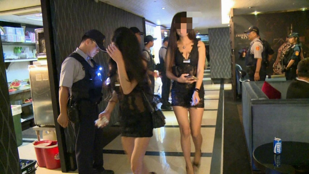 Stock image of police raid on KTV bar. (Facebook, Lo Yu-chih photo)