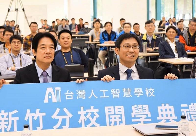準副總統賴清德(前左) 13日在臉書po出他與陳昇瑋(前右) 的合照, 哀悼英年早逝的陳昇瑋 (圖/賴清德臉書)