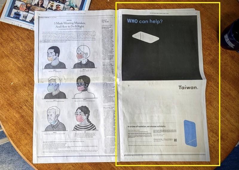 設計師聶永真、網路紅人阿滴等人發動募資在紐時刊登全版廣告,於台灣時間14日晚刊出(黃框處) 。中央社