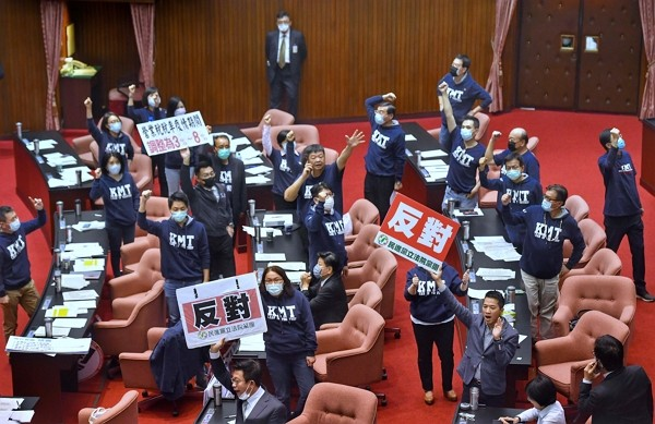 Legislative Yuan passes review for expanded economic relief budget on Tuesday.