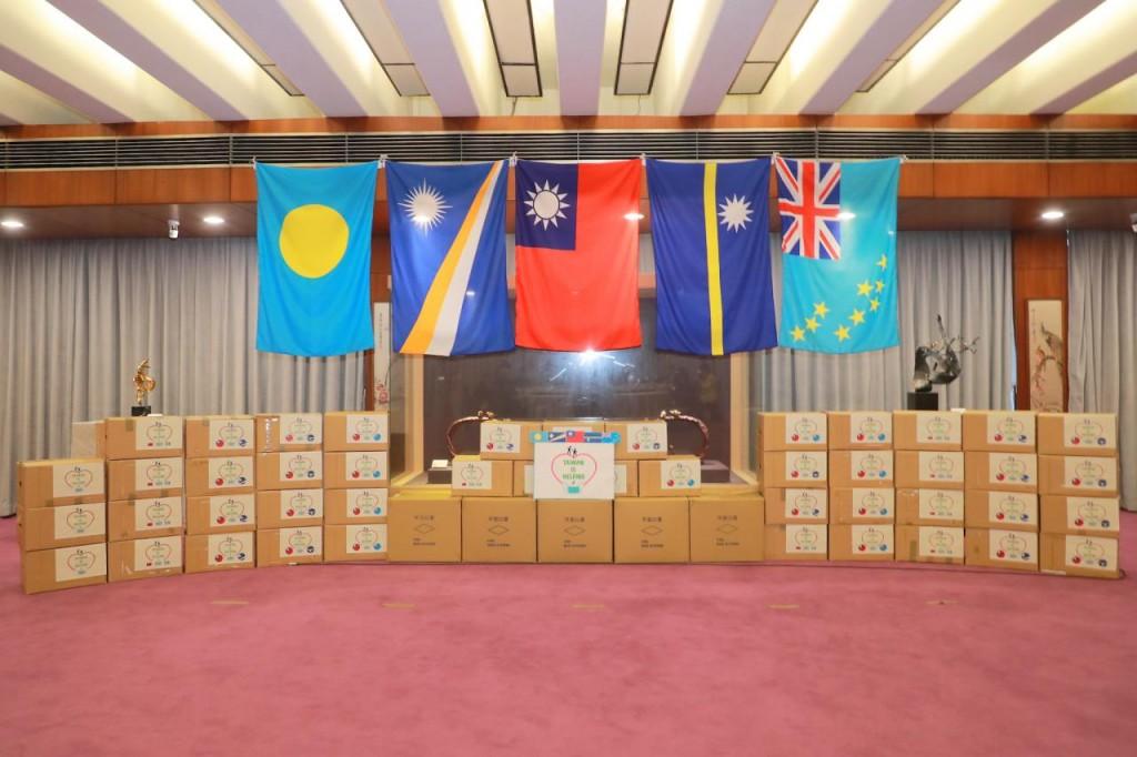 外交部於4月15日舉行捐贈太平洋四友邦醫療口罩儀式(照片來源:外交部提供)
