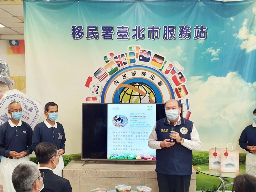 移民署主任秘書林興春表示感謝慈濟提供素食便當。(圖/ 移民署)