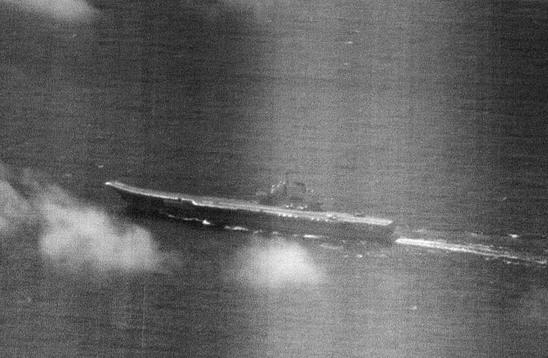中共遼寧號航空母艦及所屬護衛兵力5艘船艦,22日結束南海航訓後,再次航經巴士海峽。此為台灣空軍拍攝的遼寧號空照圖。(國防部提供)