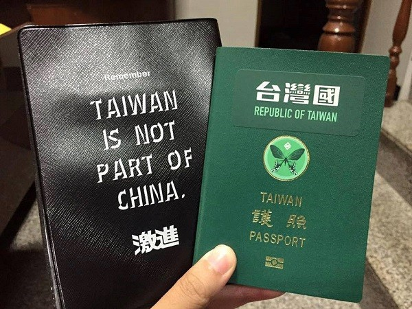 "(Facebook, <a href=""https://www.facebook.com/TaiwanPassportSticker/?__xts__[0]=68.ARD5xflIe_803WFLCMDeIGg1zwbsF117-tc56MWnX59pFc7Tu3mU_UT0vzB5YY-Cm8c6akobrEJp8EG9AZK3umnwXZ-rx2KDgCTtjWSOIogVEtaRIzbZsJzTZu_HkvDBbb6dIDCd0o7-L9z5xVxDqfVkvgi3u1PA1BPDYEdNp7mQ638YJyHwE3Px3b_M4fmiSVtJQ9Sqx214rhI9ZV8VYT6mdi8jl3ZUUJhuHHgNLLhFihM-4AXeJmxqvCPxFoBwS1Xn2uDiRnFjwmDa9RIDtMnX4bg8hsh6RM0R1WE7SNG2qonbwG1Zf-ttKC2YR-hVF8NgPJPhf7S_0ujwQVI3YgSi4VWtU46Byk_2vI0ffv3SrnJIBfoSZkBF6BLqm7tYCJNFr3bPAvC7MTNS16ow-Kb5EFlKwk-dlV-oqMAUvnvVQ-2sr49tIVzIeAw9PAw8iq61FbX5xGSyXr5FYtG-0F8bIhBv3fEoQlV_a53bkI1Rjm_1jArCGo6YTPzZrA&__tn__=k*F&tn-str=k*F"" target=""_blank"">台灣國護照貼紙 Taiwan Passport Sticker photo</a>)"
