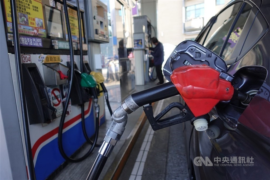 Fuel prices in Taiwan fall to lowest point in 20 years