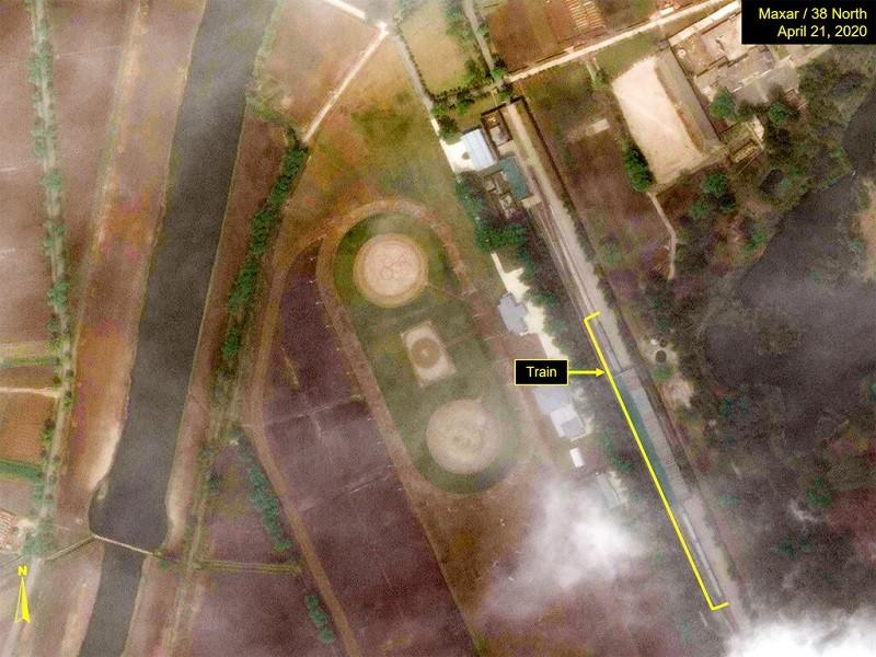 圖為4/21的衛星照片, 右方黃線處即疑似金正恩專用列車, 在元山火車站停靠的地點( 美聯社)