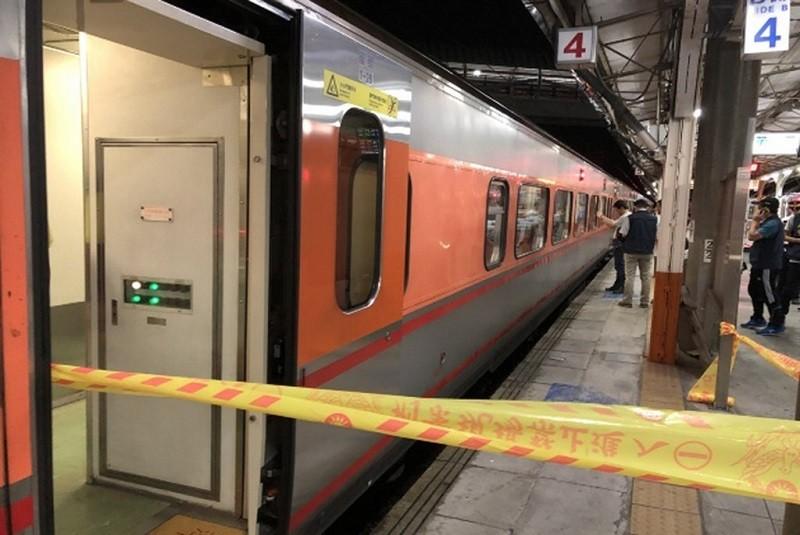 鐵路警察李承翰遭刺死案,被告鄭姓男子一審無罪。圖為2019年7月事發當時警方在車廂拉起封鎖線。(警方提供)中央社