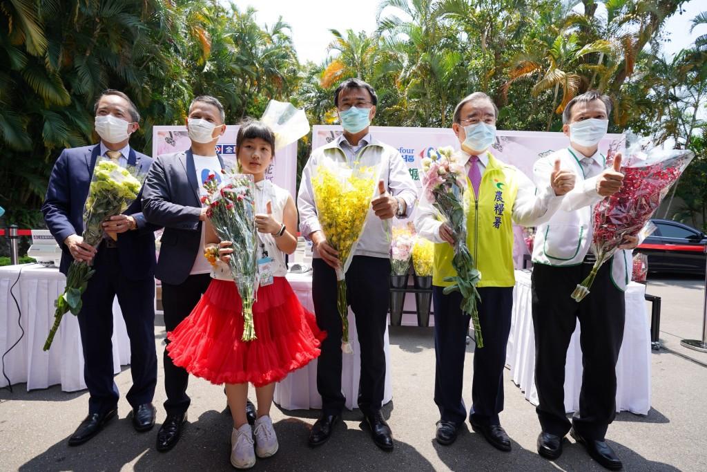 農委會與名家知名通路業者合作拓展花卉銷售新通路。(照片由農委會提供)