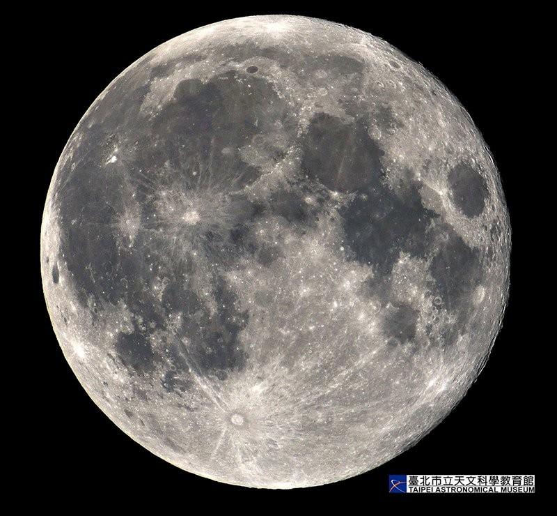 超級滿月(Supermoon)。(照片來源:台北市立天文科學教育館)