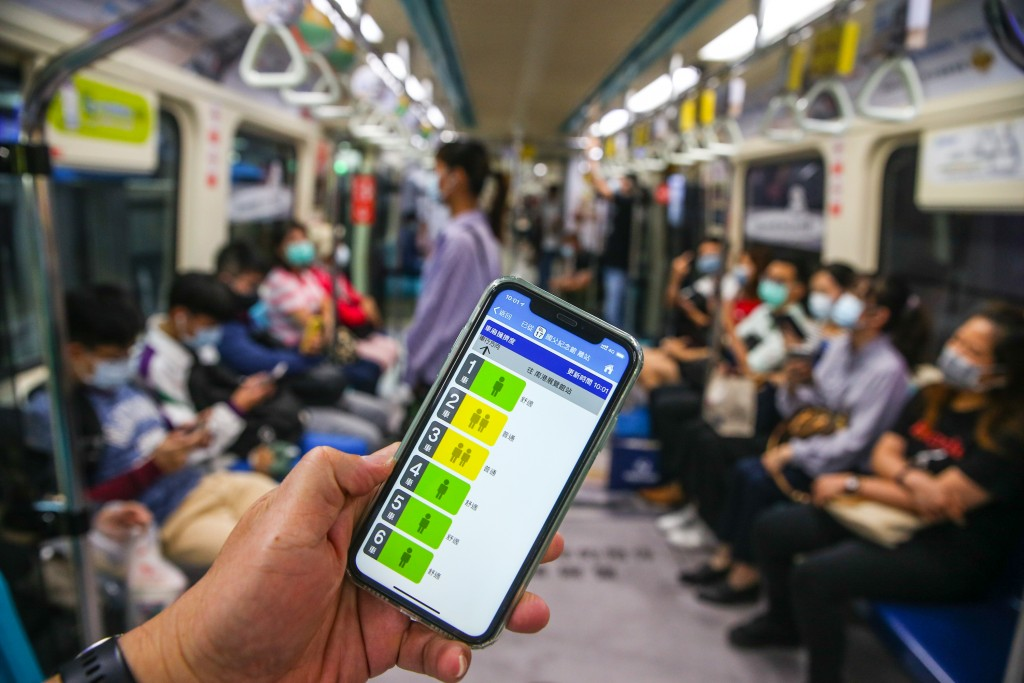 The app shows the level of density in each car of the MRT train