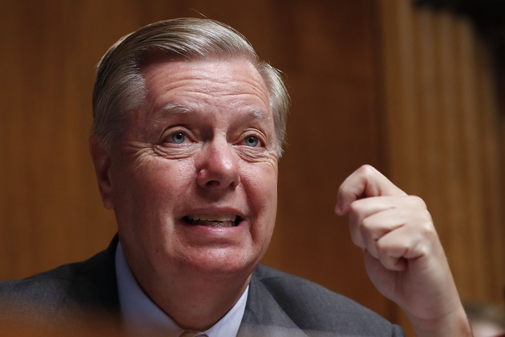Lindsey Graham Refuses To Look At Sondland S Testimony On Quid Pro Quo Business Insider