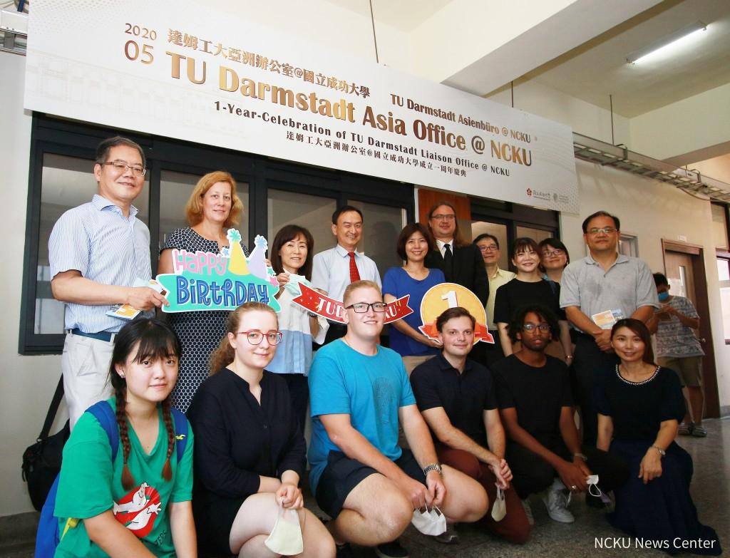 NCKU and TUDafaculty and staff (NCKU photo)