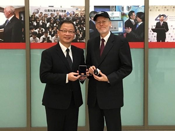 CPBL Commissioner John Wu (left) meets withAIT Director William Christensen.