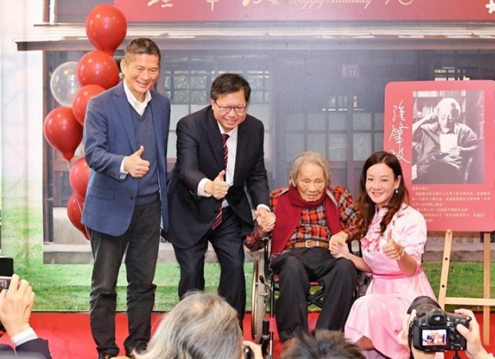 客委會主委李永得(左)接任文化部長(圖/中央社)